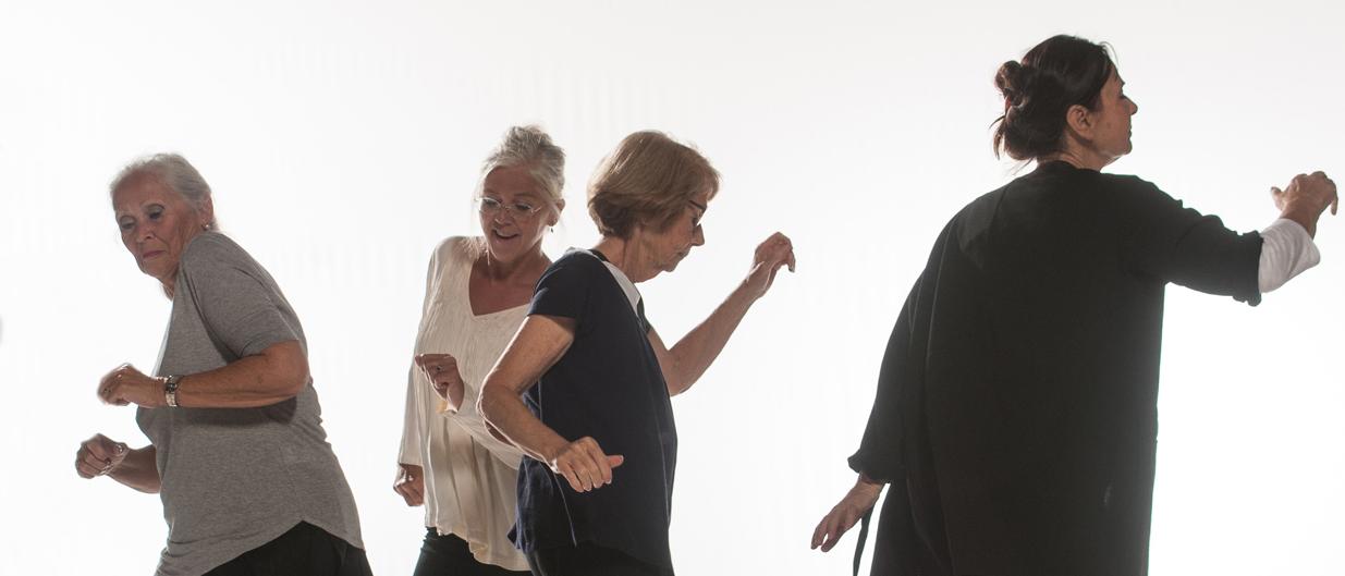 Kvinnor över 60 år som dansar.
