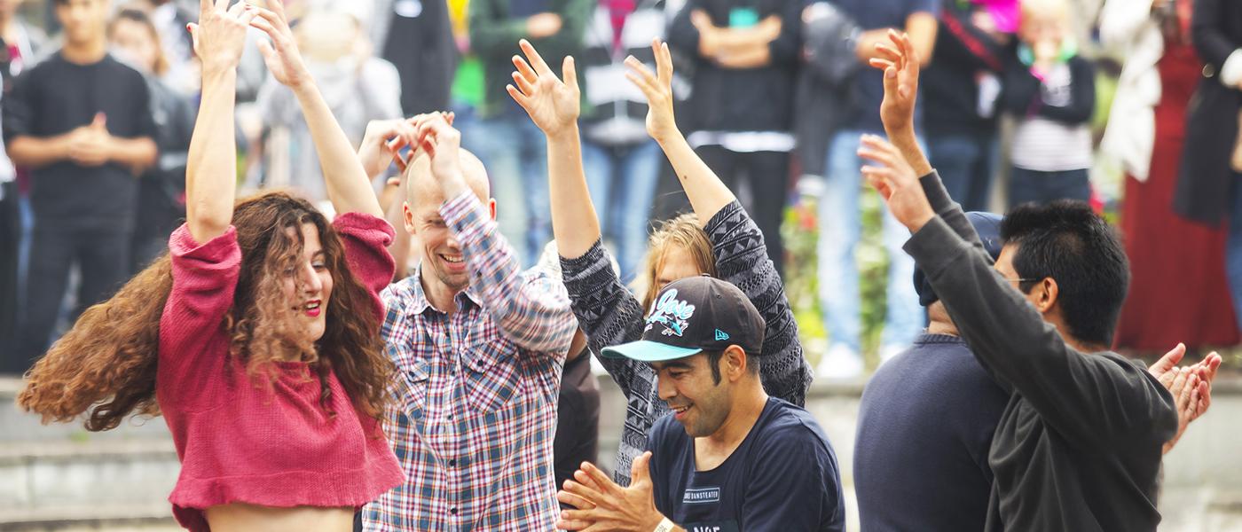 Dansande workshopdeltagare under Malmöfestivalen