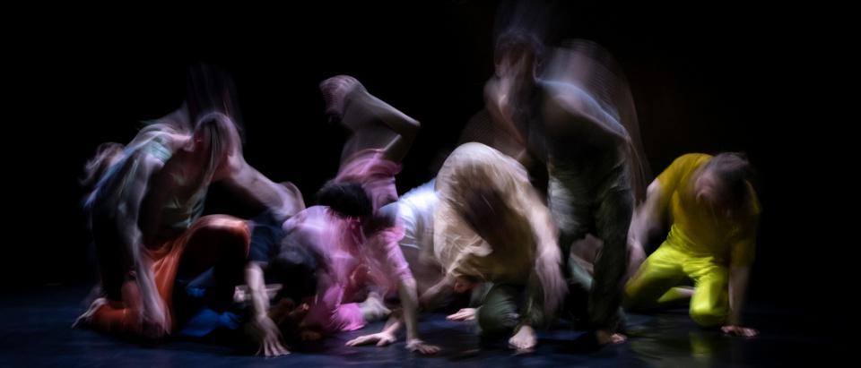 Föreställningsbild ur Skånes Dansteaters dansföreställning Second Landscape, koreografi: Marina Mascarell, dansare: Skånes Dansteater, foto: Jubal Battisti