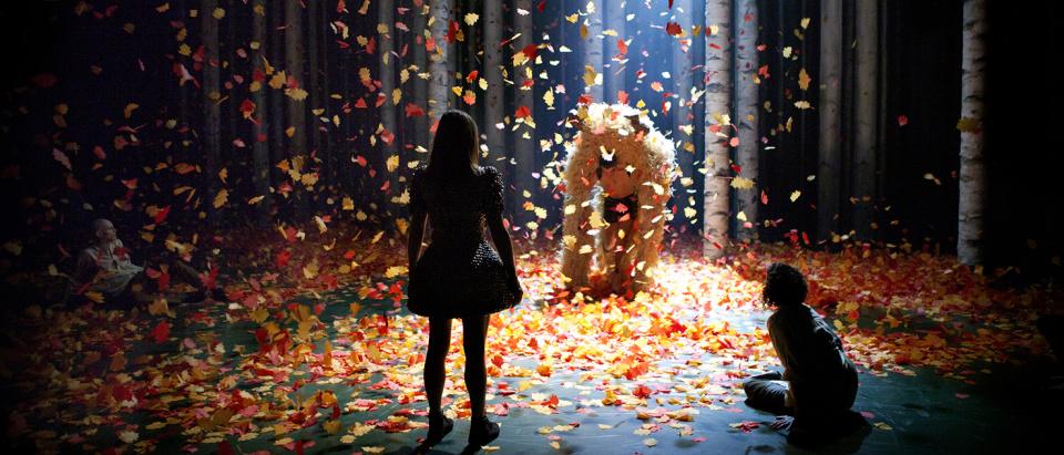 Föreställningsbild ur Skånes Dansteaters dansföreställning the feeling of going, koreografi: Ben Wright, foto: Malin Arnesson.