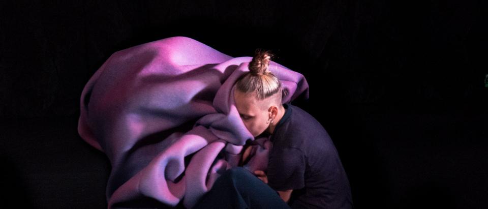 Bild från Nicole Neiderts gästspel Cuttlefish, en samproduktion med Danssamverkan Sydsverige.
