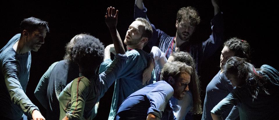 Bild ur Skånes Dansteaters dansföreställning Nayrab. Foto: Malin Arnesson.