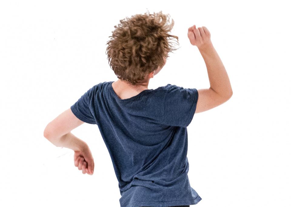 En ung person som dansar. Foto: Chris Nash
